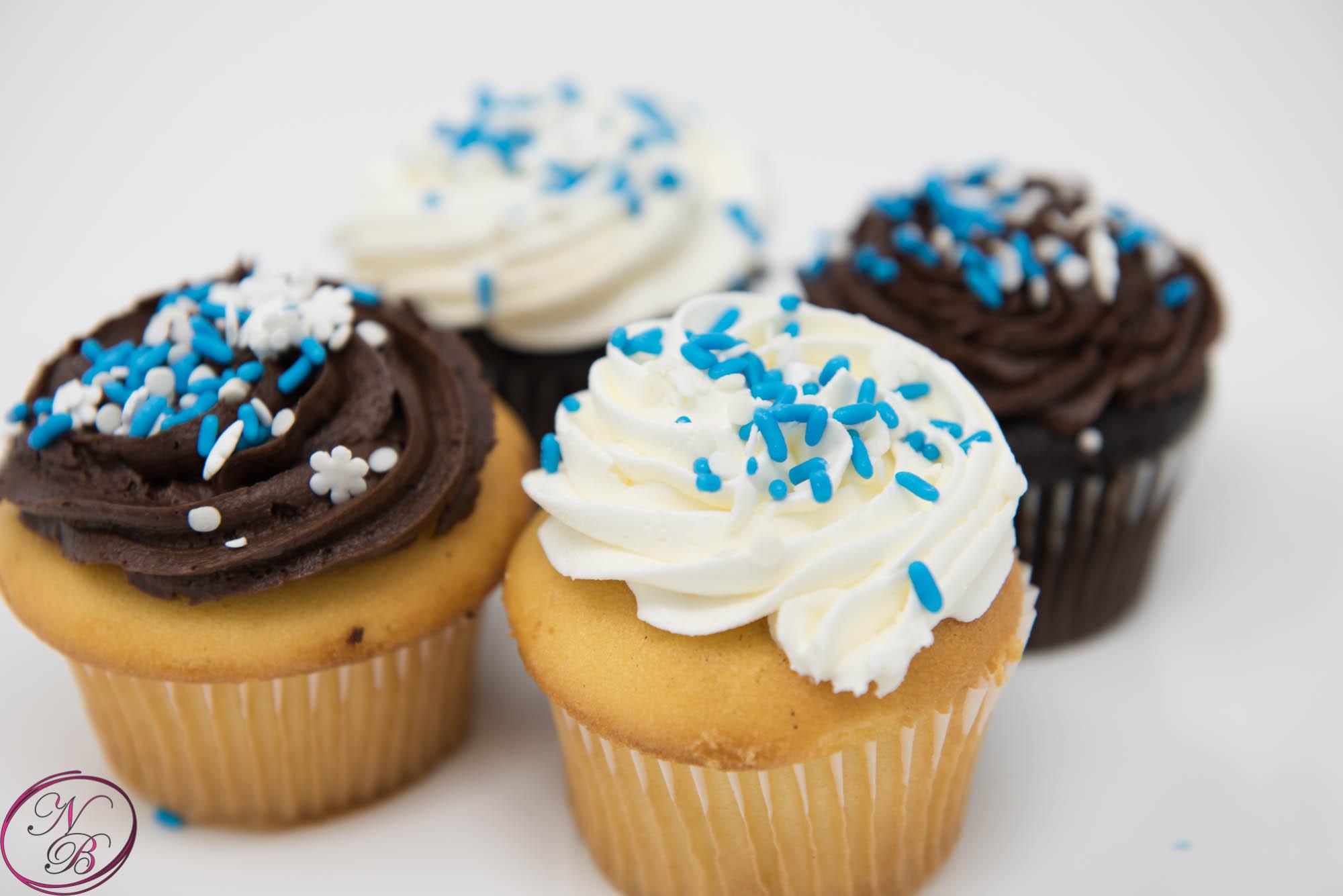 Vanilla/Chocolate Cupcakes – 1 Dozen